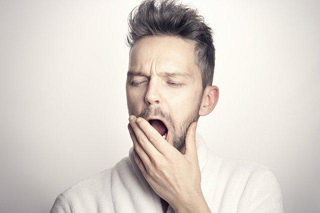 השפעת חוסר שינה על בריאות העין